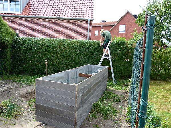 neues hochbeet und restarbeiten am zaun tage wie diese. Black Bedroom Furniture Sets. Home Design Ideas